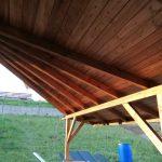 Drevený prístrešok Sabinov s atypickým riešením strechy a s podbitím stropu tatranským profilom,hormax