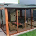 Zasklenie terasy - Vranov rámovým systémom s konštrukciou z dreva a dymovými sklami, hormax