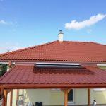 Drevený prístrešok-Košice s atypickou strechou z polykarbonátu a plechu,hormax